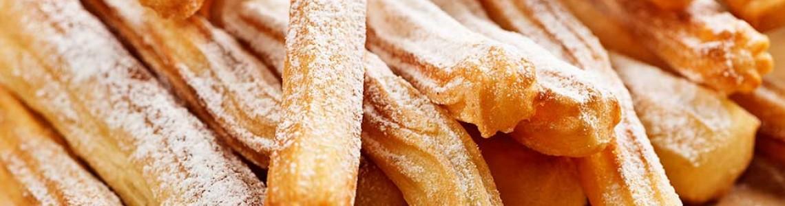 Ispaniškos churros – plikytos tešlos sausainiai